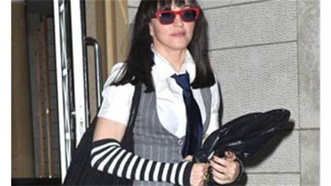 Madonna'nın liseli imajı!